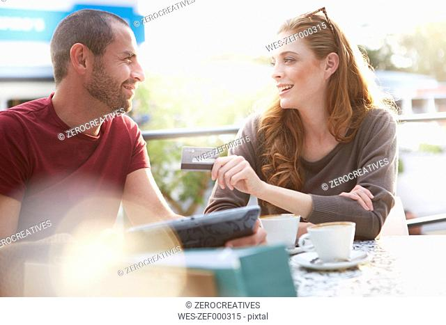 Couple on shopping tour having a coffee break