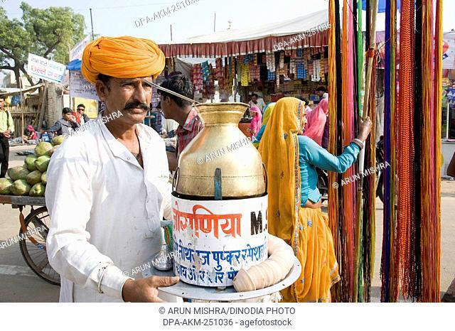 Tea vendor, pushkar mela, rajasthan, india, asia