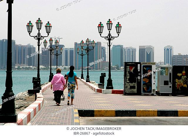ARE, United Arab Emirates, Abu Dhabi: Corniche of Abu Dhabi, Skyline of the city