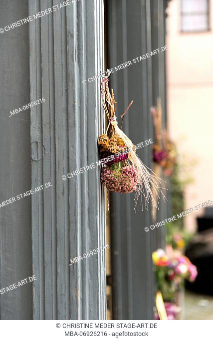 Autumn bouquet on the doorframe