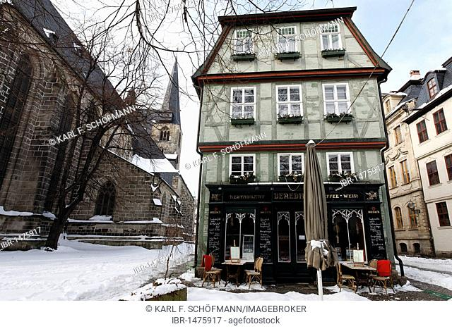 Half-timbered house with Benedict Restaurant, snowy, Marktkirchenhof, Quedlinburg, Harz, Saxony-Anhalt, Germany, Europe