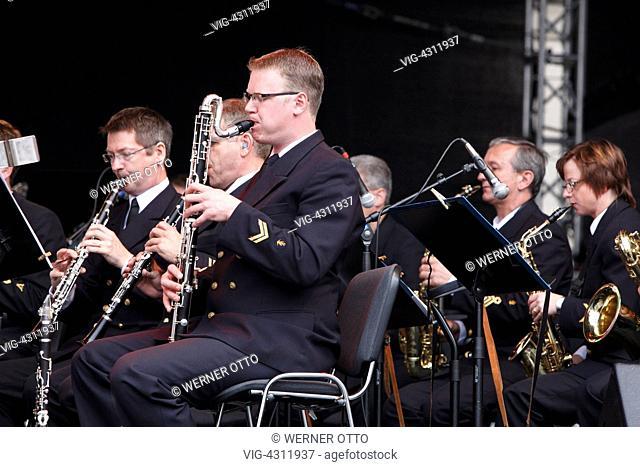 D-Kiel, Kiel Fjord, Baltic Sea, Schleswig-Holstein, Kieler Woche 2011, sailing event, summer fair, Rathausplatz, Rathaus stage, open-air concert, orchestra
