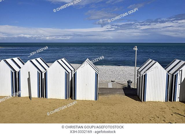 cabines de bain sur la plage d' Yport, departement de Seine-Maritime, region Normandie, France/beach huts at Yport, Seine-Maritime department, Normandy region