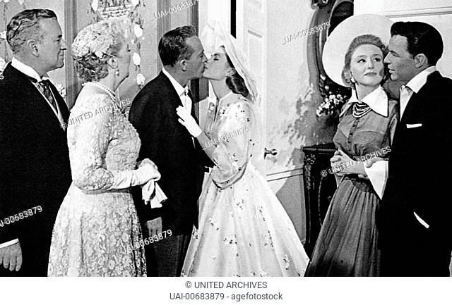 SIDNEY BLACKMER (Seth Lord), MARGALO GILLMORE (Mrs. Lord), BING CROSBY (C.K. Dexter-Haven), GRACE KELLY (Tracy Lord), CELESTE HOLM (Liz Imbrie)