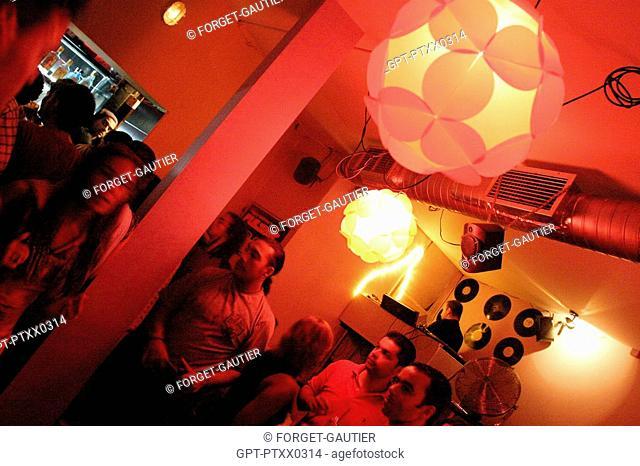MOVIDA, NIGHTTIME AMBIANCE, BAIRRO ALTO, LISBON, PORTUGAL