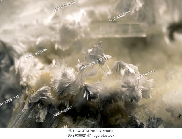 Pectolite, silicate