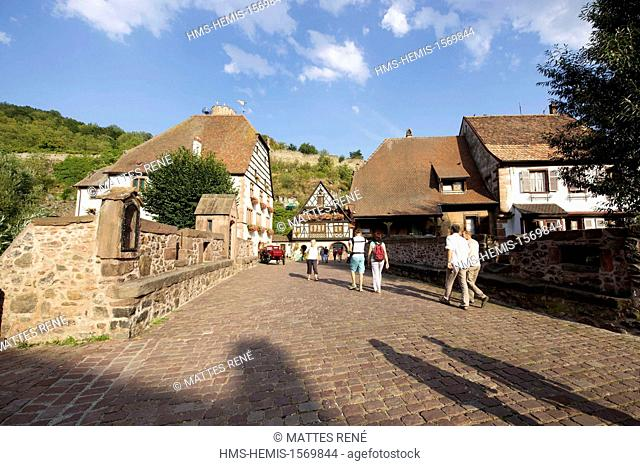 France, Haut Rhin, Alsace Wine Route, Kaysersberg, the fortified bridge and the houses bordering the Weiss river