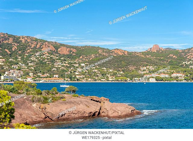 Coastal landscape with the Massif de l'Esterel, Agay, Var, Provence-Alpes-Cote d`Azur, France, Europe