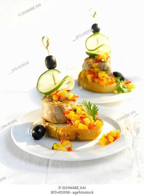 Pork medallions with mango salsa on white bread