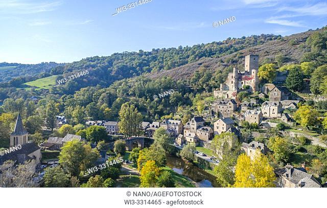 France, Aveyron, Belcastel, labelled Les Plus Beaux Villages de France (The Most Beautiful Villages of France), general view of the village with castle