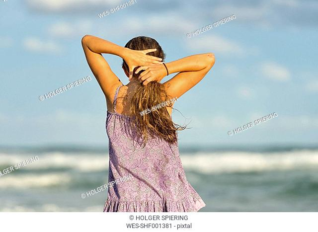 Australia, New South Wales, Pottsville, girl with long hair at the ocean
