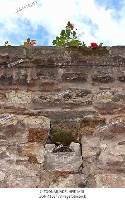Regenrinne, Alte Mauer, Topkapi Palast, Istanbul, Türkei Rainwater gutter, old wall, Topkapi Palace, Istanbul, Turkey