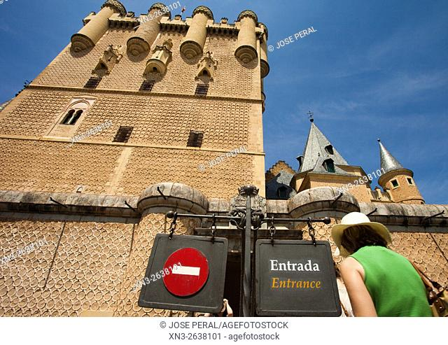 Alcazar fortress, Tourists, Segovia, Castilla y León, Castile and León, Spain, Europe