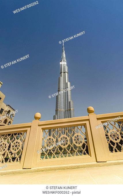 United Arab Emirates, Dubai, Burj Khalifa seen from the Souk al Bahar bridge