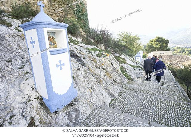 Above the castle is the cemetery and on the ascent is the Via Crucis os Guadalest