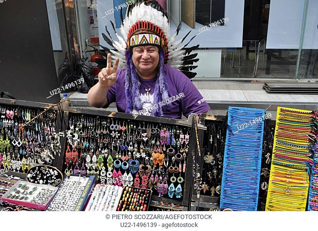 Busan (South Korea): Peruvian handicrafts seller in the PIFF Square area
