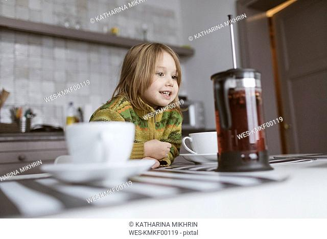 Portrait of smiling little girl in the kitchen