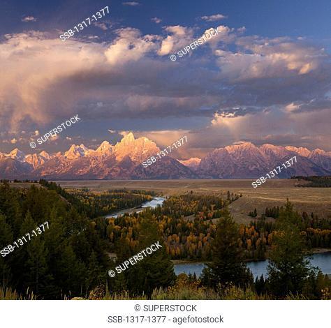 USA, Wyoming, Grand Teton National Park, Morning light at Snake River Overlook