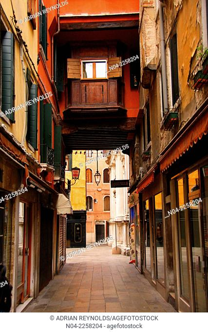 Colorful alleyway in the hinterlands of the San Marco quarter of Venezia