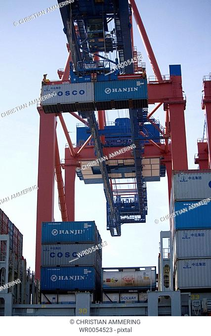 Container loading at the port of Hamburg