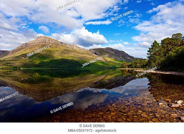 Loch Maree, valley, lake, reflexion, mountains, trees, Scotland