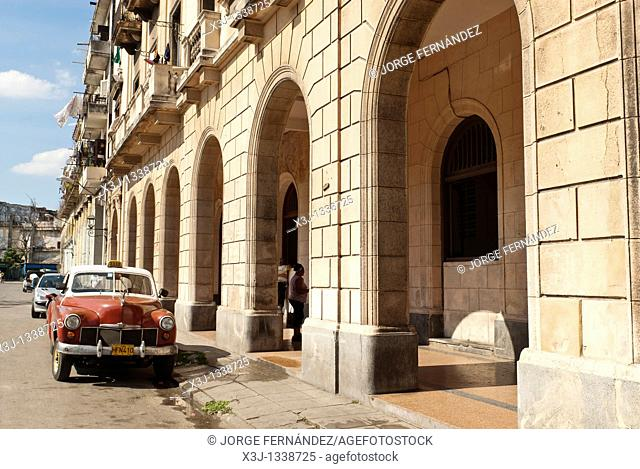 Old car parked on the streets of La Habana, Cuba