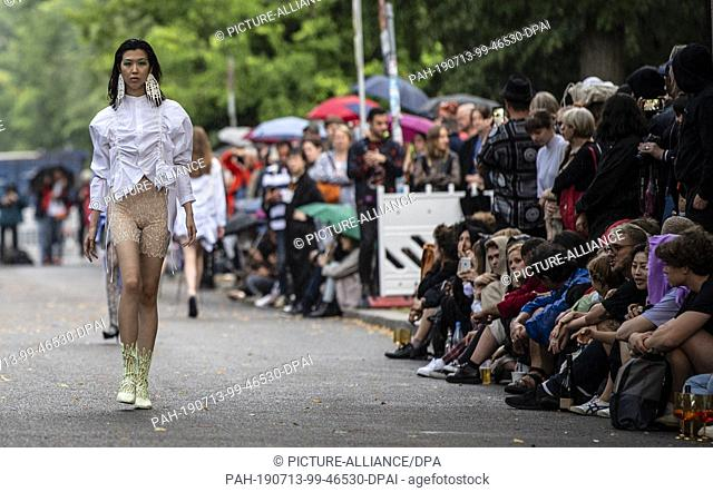 13 July 2019, Berlin: Models and students show their designs at the fashion show of the University of the Arts on the Straße des 17. Juni