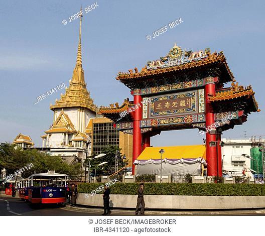 Entrance, Chinatown gate with Odeon Circle, District Samphanthawong, Phra Maha Mondop of Wat Traimit behind, Bangkok, Thailand