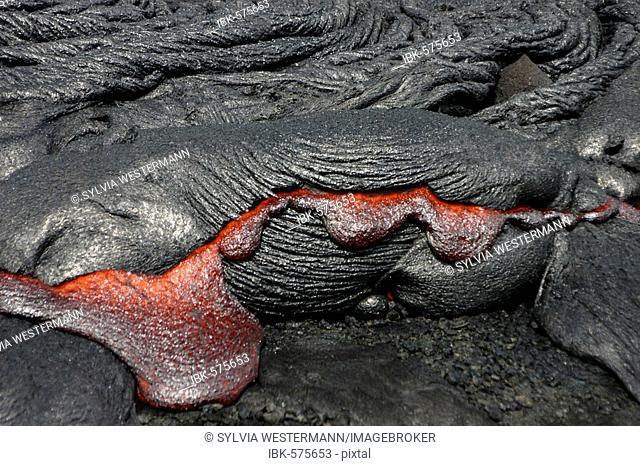 Flowing lava, Kilauea Volcano, Big Island, Hawaii