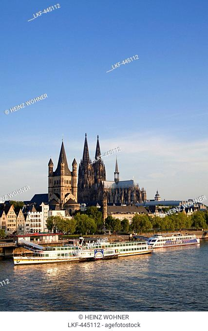 Paddle steamer Goethe on the Rhine river in front of Cologne cathedral and Gross-Sankt-Martin church, Cologne, Rhine river, North Rhine-Westphalia, Germany