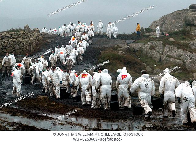 SPAIN Carnota -- 14/12/2002 -- Soldiers clean heavy fuel oil from rocks in Carnota. Thousands of tonnes of heavy fuel oil which has leaked from the sunken...