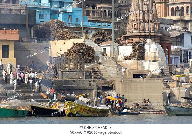 Manikarnika Ghat, cremation area, on the Ganges River, Varanasi, formerly Benares, Uttar Pradesh, India