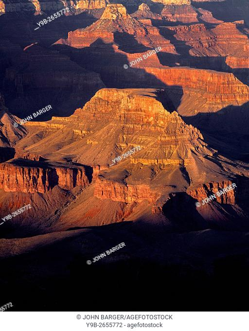 USA, Arizona, Grand Canyon National Park, South Rim, Sandstone buttes below Hopi Point redden at sunset