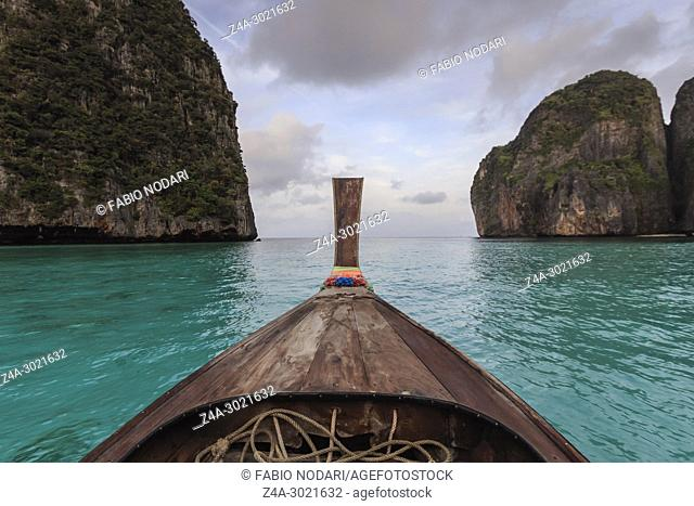 Long boat and blue water at Maya bay in Koh Phi Phi Leh Island, Krabi Thailand