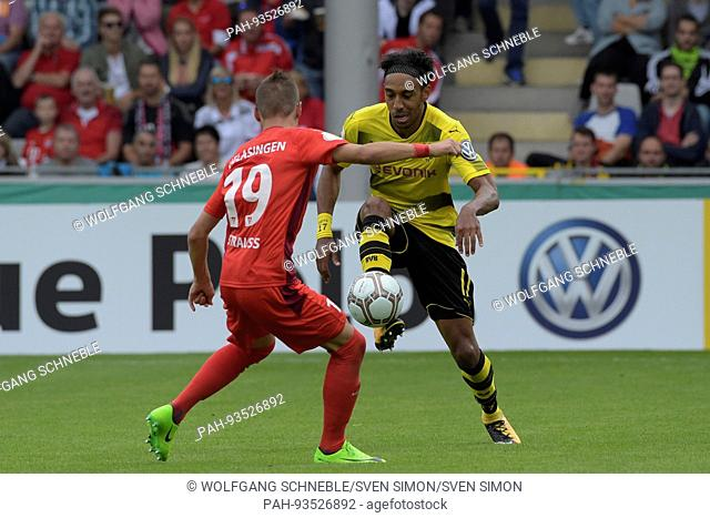 Pierre-Emerick AUBAMEYANG (DO) im Zweikampf gegen Moritz STRAUSS, StrauÃü (FCRA), Aktion, Fussball DFB Pokal, 1. Hauptrunde