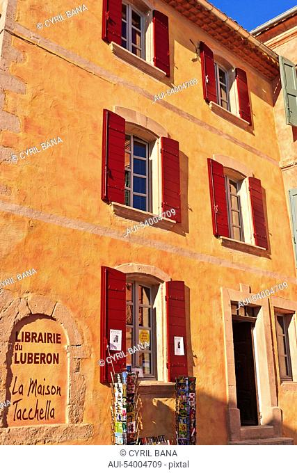 France, Provence, Roussillon, village, ochre house