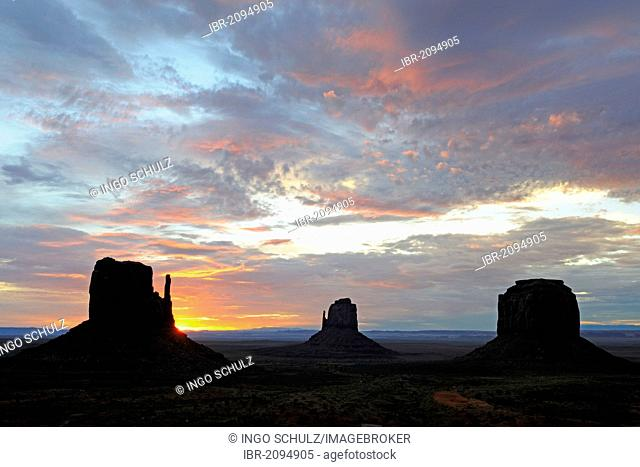 The Mitten Buttes at sunrise, Monument Valley, Arizona, USA