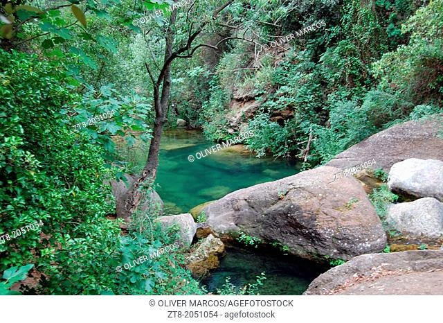 Niu d'Àliga (Eagle's Nest) is a traditional path that runs in the mountains of Prades, close to numerous freshwater springs that become small rivers, Alcover