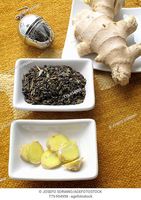 Green tea with ginger (Zingiber officinale)