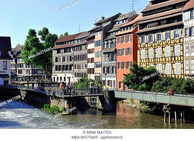 France, Bas Rhin, Strasbourg, old town listed as World Heritage by UNESCO, Petite France District, lock on the Ill river towards the Quai des Moulins