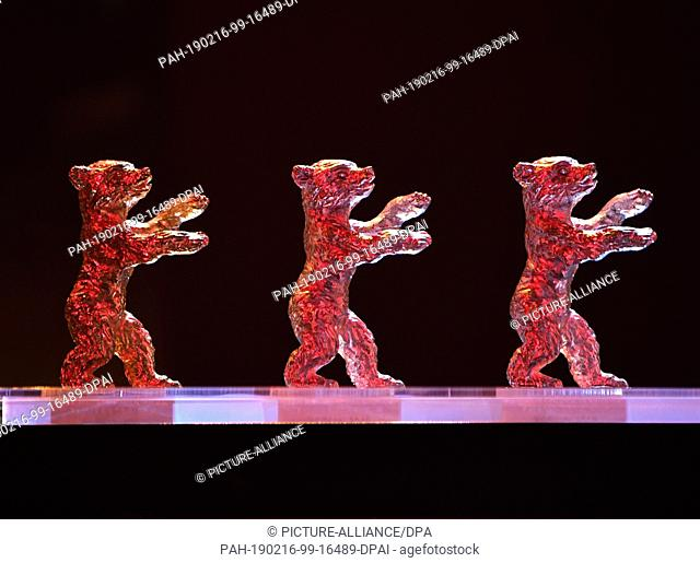 16 February 2019, Berlin: 69th Berlinale: Closing and presentation of the bears in the Berlinale Palast: Berlinale bears stand one behind the other on one table