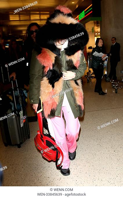Bella Thorne at Los Angeles International Airport arrivals, in Los Angeles, California. Featuring: Bella Thorne Where: Los Angeles, California