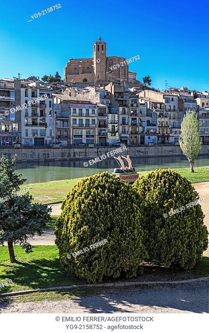 Balaguer beside Segre river