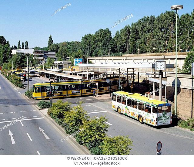Germany, Essen, Ruhrgebiet, Nordrhein-Westfalen, NRW, Kulturhauptstadt 2010, Essen-Steele, Stadtzentrum, Steeler Platz, Verkehrsknotenpunkt, S-Bahnhof Steele