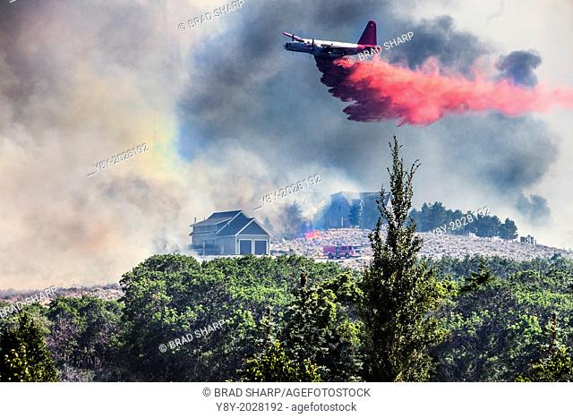 Airplane drops fire retardant on homes in Utah neighborhood