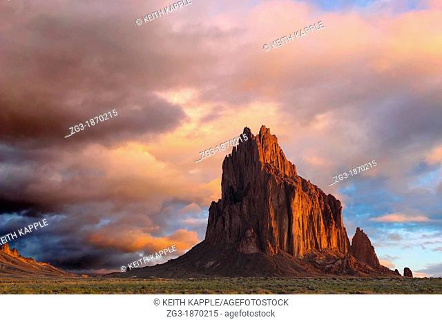 Navajo sacred site Tse Bi Dahi, Shiprock, New Mexico in dawn light, Shiprock, New Mexico, USA