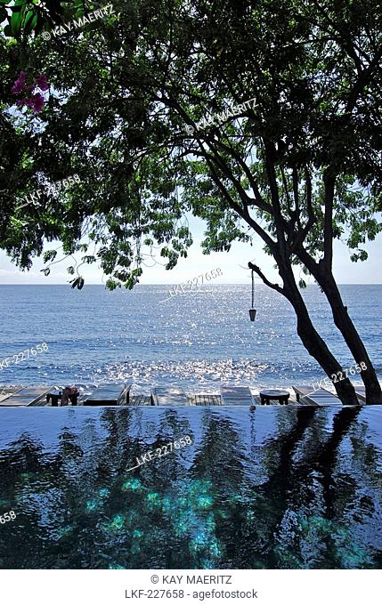 Deserted pool with ocean view at Mimpi Resort, Tulamben, North East Bali, Indonesia, Asia
