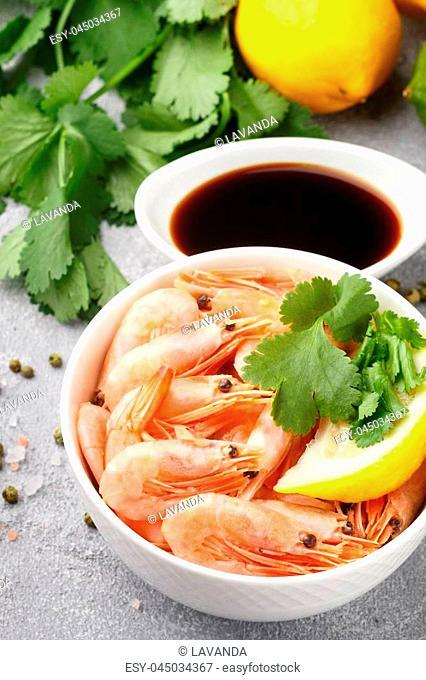 Seafood. Shrimps prawns with lemon