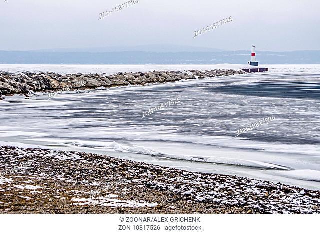 frozen winter scenes on great lakes