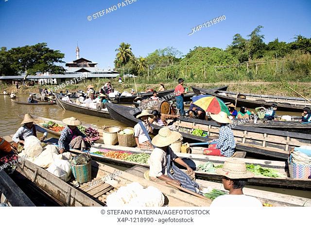 Ywama Floating Market. Inle Lake, Myanmar